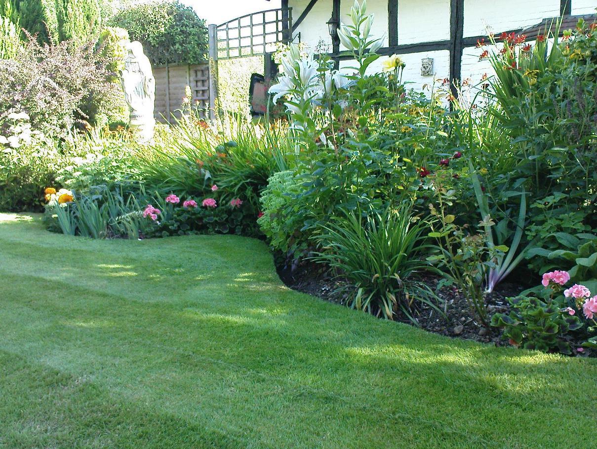 Matthew tolhurst landscape gardener expert gardening and for Gardening and landscaping services